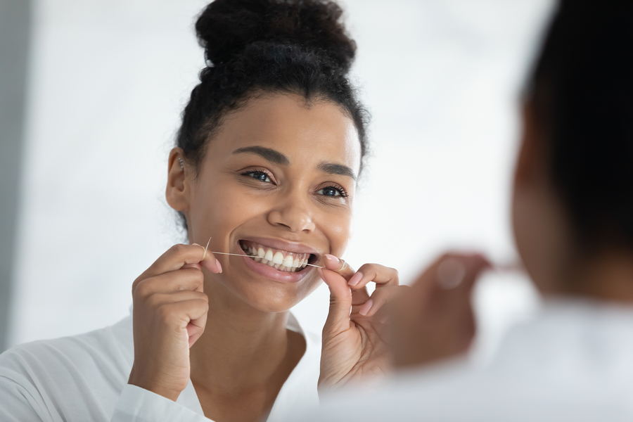 proper cleaning with flossing teeth